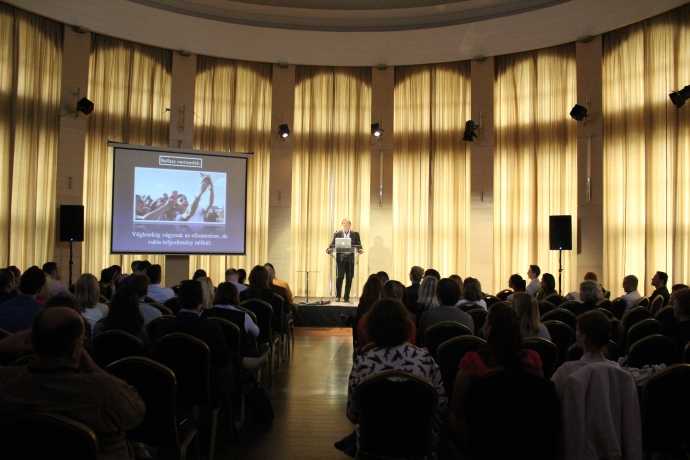 Celkeresztben a Z-generacio_konferencia - Sas István, címzetes főiskolai tanár